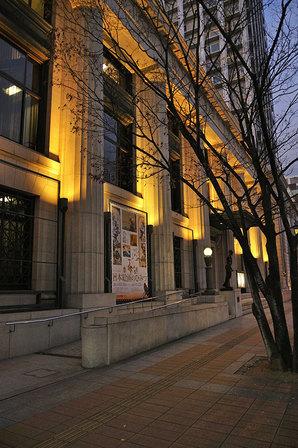 夕暮れの神戸市立博物館