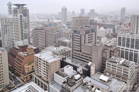 雨の神戸旧居留地全景